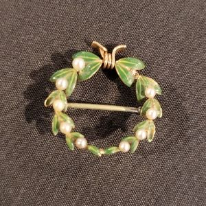 Vintage Christmas Holiday Wreath Pin Brooch